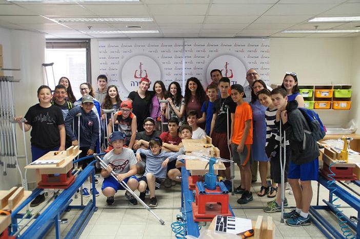 Students from Bi-Cultural Visit Yad Sarah